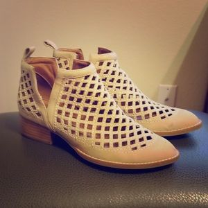 Jeffrey Campbell Taggart caged low bootie! Size 7!